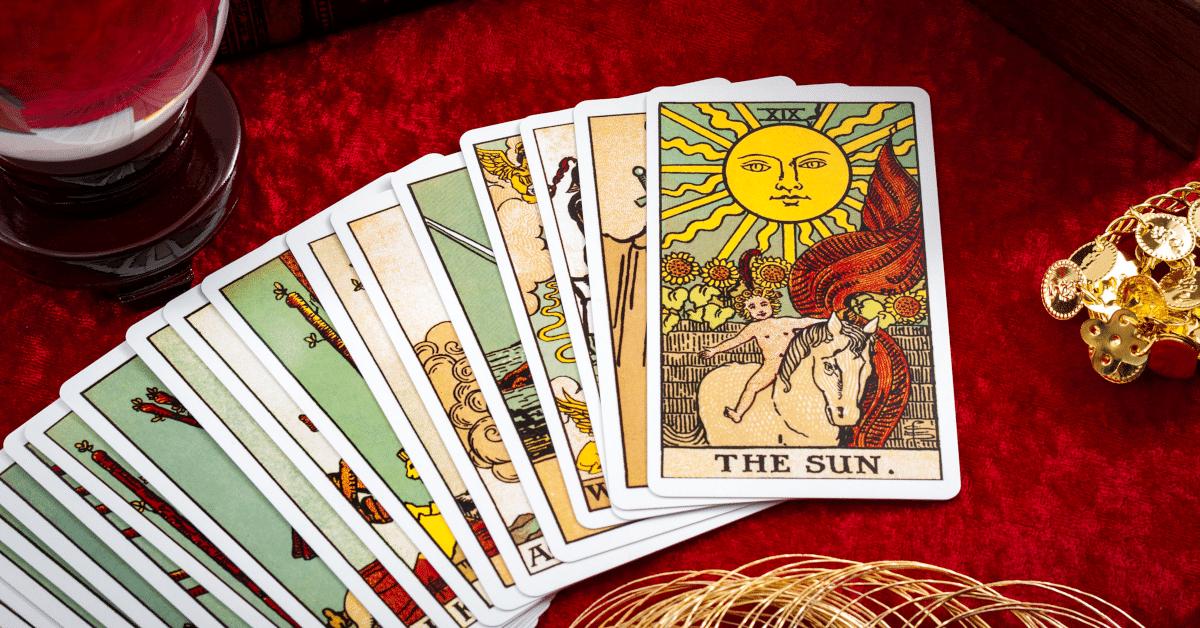 Atraia Riqueza e Oportunidades Financeiras com o Ritual do Tarot
