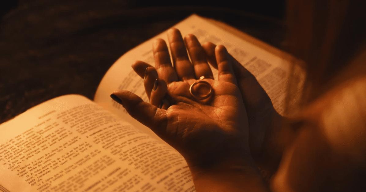 Faça oração de desbloqueio amoroso para libertar o coração de amores do passado
